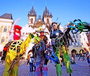 Carnevale-prague-old-town-square