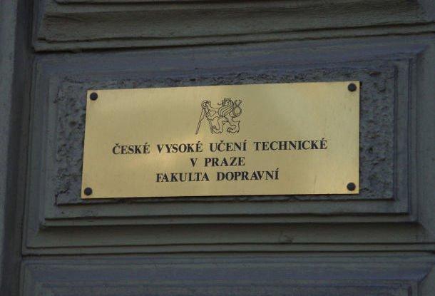 Преподавателя чешского вуза уличили в намерении написать диплом за  Преподавателя чешского вуза уличили в намерении написать диплом за деньги