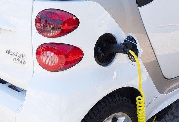 Зарядки для электромобилей могут появиться навсех жилых новостройкахЕС