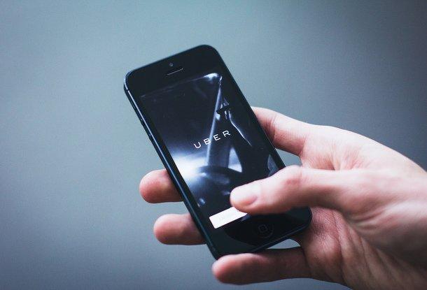Суд вЧехии запретил работу сервиса такси Uber