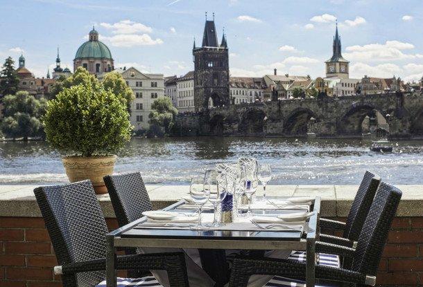 10 лучших ресторанов с летними террасами в Праге по версии Forbes