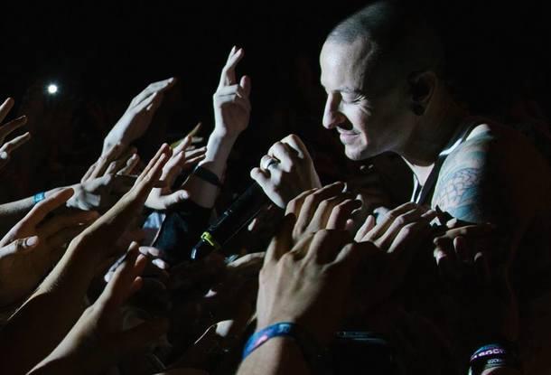 Русские фанаты шокированы гибелью солиста Linkin Park— Молимся заЧестера