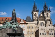 Jan_hus_statue_and_tyn_church__old_town_square__prague_-_8190