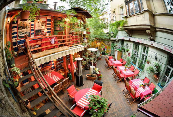 Летние веранды и террасы Праги / О Праге / Отдых / 420on ...: http://420on.cz/travel/about_prague/45373-letnie-verandy-i-terrasy-pragi